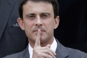 http://www.christianophobie.fr/wp-content/uploads/2012/09/Manuel-Valls_scalewidth_630-300x200.jpg