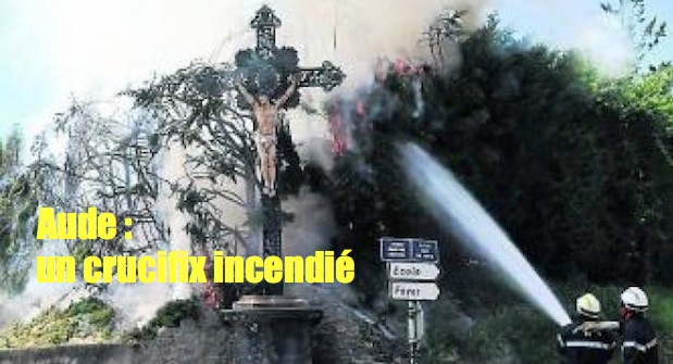 Carcassonne : un crucifix incendié