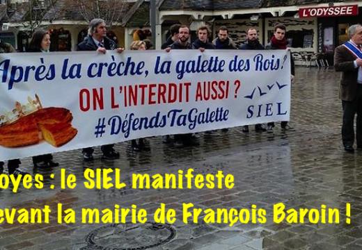 Troyes : une manifestation à la fois drôle et sérieuse du SIEL devant la mairie de Baroin