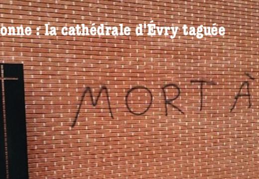 Évry : la cathédrale taguée