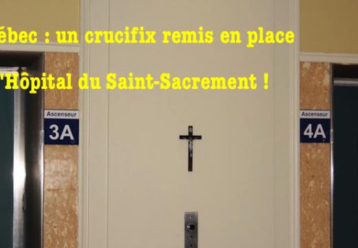 Québec : des chrétiens remplacent le crucifix ôté à l'Hôpital du Saint-Sacrement…