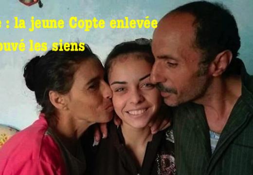 Égypte : beau portrait en famille de la jeune copte libérée