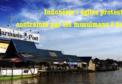 Église protestante contrainte par des musulmans à fermer en Indonésie